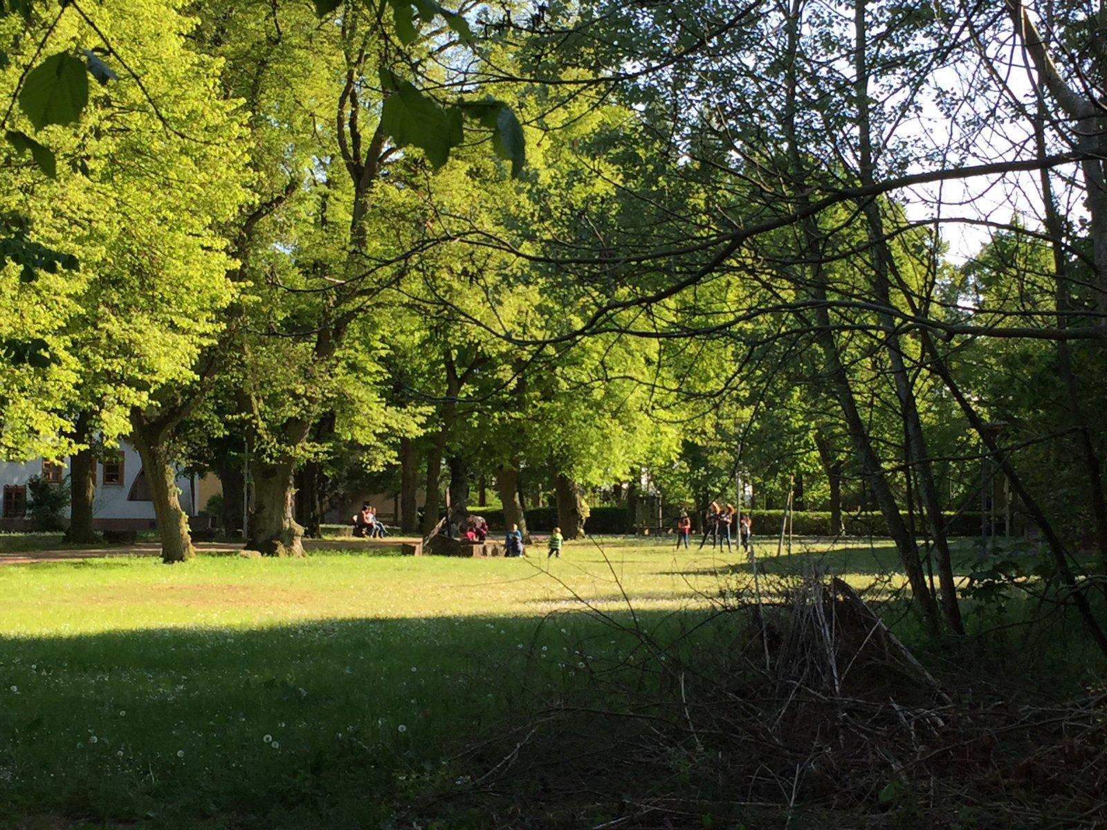 Foto - Spielen auf dem großen Gelände